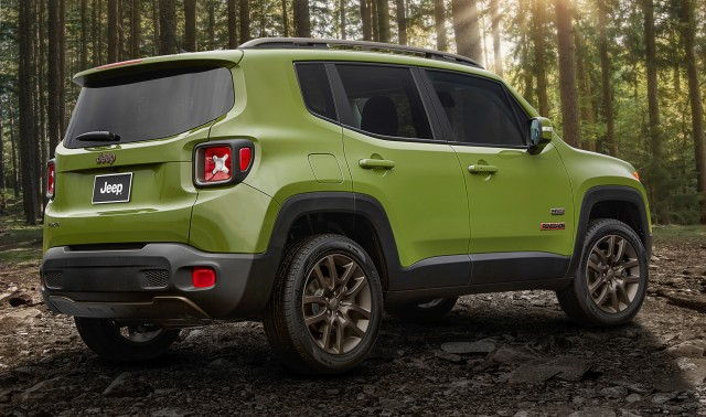 2016-jeep-renegade-rear