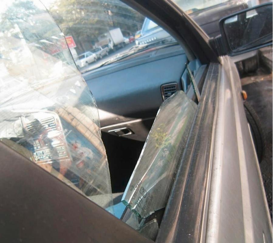 شیشه درب خودرو