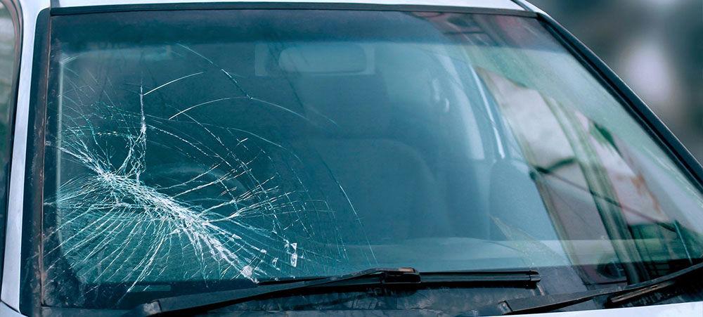 شیشه جلو شکسته خودرو